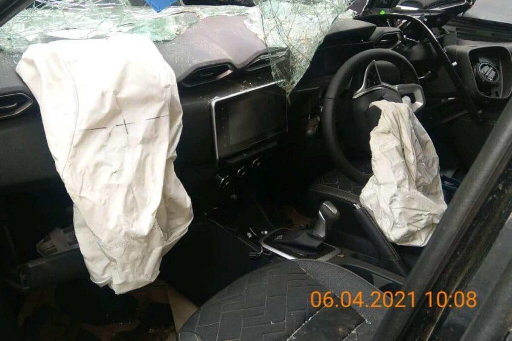 Nissan Magnitre accident